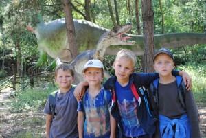 Vlčata s dinosaurem